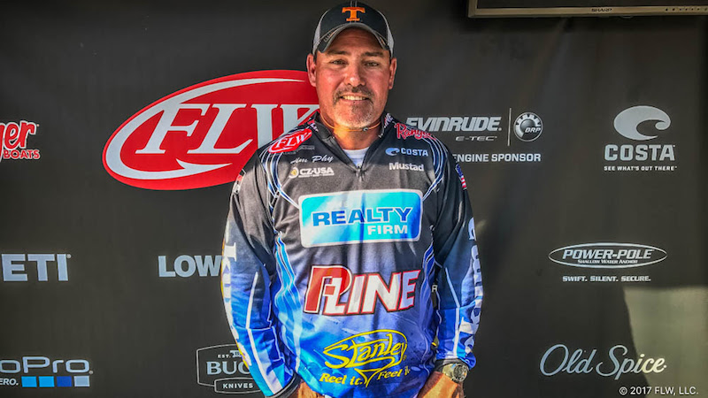 Cookeville 39 s phy wins t h marine flw bass fishing league for Center hill lake fishing report